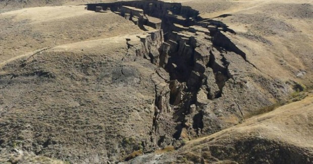 Massive-crack-in-the-Earth-opens-up-suddenly-in-Wyomings-Bighorn-Mountains